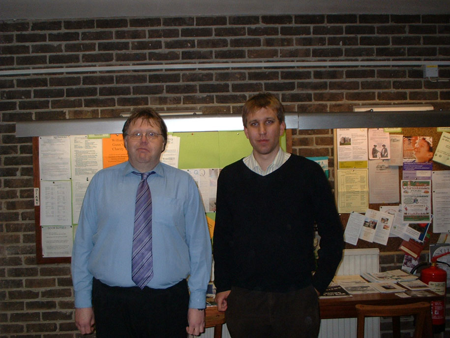 DDAS Chairman Anthony Southwell (left) with Dr Chris Lintott at the meeting on 5th December 2008. Picture by Chris Newsome.