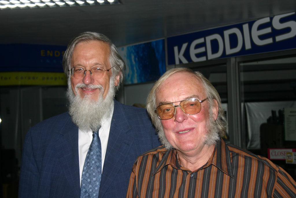 Emeritus Professor Jonathan Powers (left) with Professor Colin Pillinger. Photo by Chris Newsome.